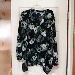 💕Simply Vera Vera Wang black floral blouse